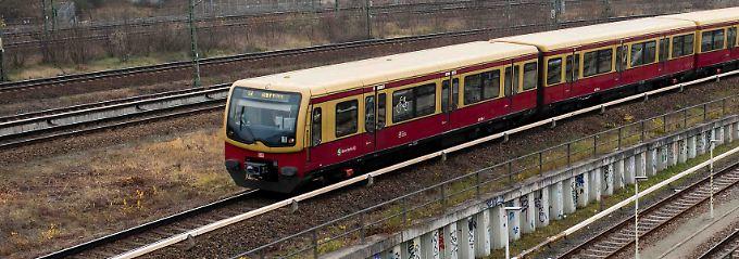 Der Fahrer der Bahn erleidet einen Schock und kann nicht mehr weiterfahren.