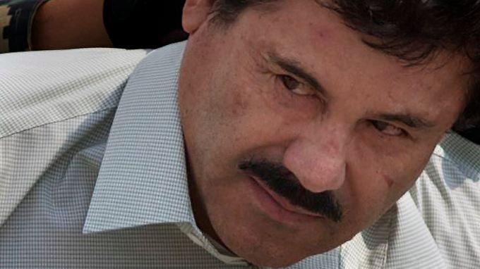 Guzmán bei seiner Festnahme am 22. Februar 2014. Im Juli des Folgejahres gelang ihm die Flucht aus dem Gefängnis.