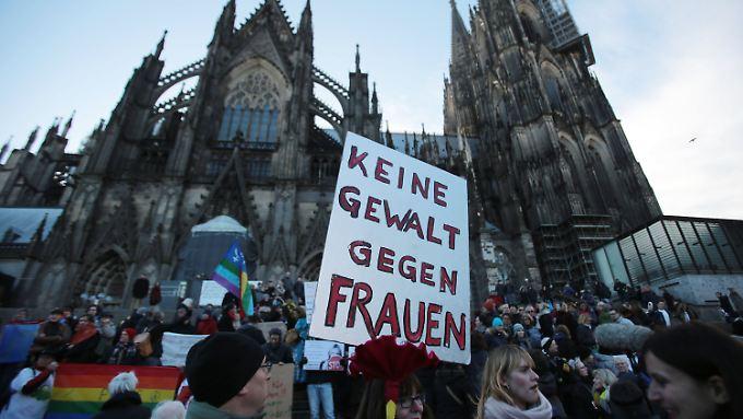 Die Übergriffe von Köln verändern die Flüchtlingsdebatte in Deutschland.
