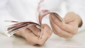Für junge Witwen und Witwer gibt es oft nur die kleine Hinterbliebenenrente.