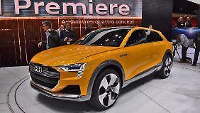 Der Audi Q6 h-tron fährt mit Wasserstoff, wobei zwei E-Motoren an Vorder- und Hinterachse für den Vortrieb sorgen.