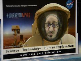 Bei der CES in Las Vegas konnten sich Teilnehmer am Nasa-Messestand in einem Raumanzug fotografieren lassen.