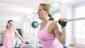 Die meisten Frauen trainieren so, dass sie starke und gut definierte Muskeln bekommen. Masse ist nicht das Ziel.