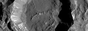 """Viele Gräben auf Zwergplanet Ceres: Forscher finden """"gefrorenes Wassereis"""""""