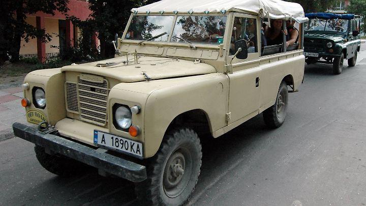 Der Land Rover Defender ist wie gemacht für unwegsames Gelände - ob dem Mutterkonzern Jaguar Land Rover dies auch gelingt, ist nun die Frage.