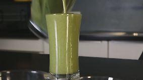 n-tv Ratgeber: Attila Hildmann zeigt Rezepte für grüne Smoothies