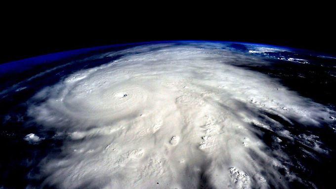 """Welche Ausmaße ein Hurrikan annehmen kann, zeigt diese Aufnahme aus dem All von Hurrikan """"Patricia"""" im vergangenen Oktober."""