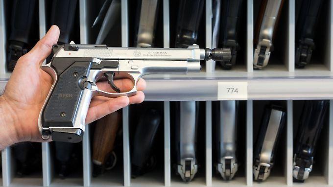 """Nach Übergriffen in Köln: Zahl der Anträge auf """"Kleinen Waffenschein"""" steigt"""