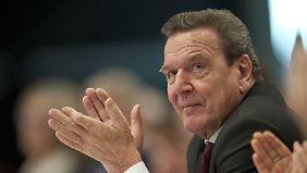 Schröder kritisiert mal wieder Merkel.