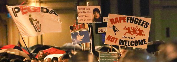 Rassistische und anti-muslimische  Parolen finden nicht nur in Deutschland  Anhänger.