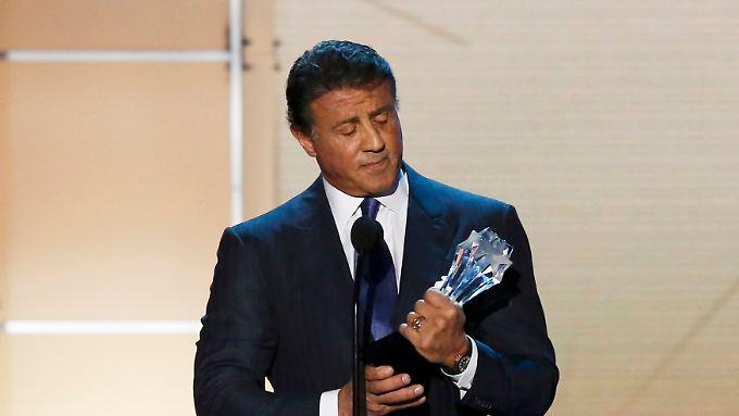 Es ist nicht so, dass Auszeichnungen seinen Weg pflastern - da ist ein skeptischer Blick verständlich: Sylvester Stallone.