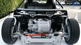 So sitzt der Synchron-Elektromotor auf der Vorderachse des BMW i8.