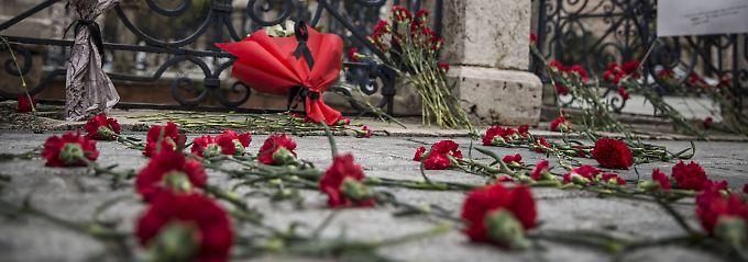 Trauer am Ort des Anschlags vor der Blauen Moschee in Istanbul.