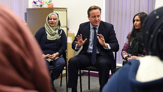 Muslimische Frauen in Großbritannien sollen mit Sprachkursen besonders gefördert werden. Sie werden gleichzeitig zum Besuch verpflichtet.