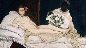"""Edouard Manets """"Olympia"""" - Manets Tabubruch bestand darin, statt einer wohlproportionierte Göttin eine """"kleine Hure in Szene zu malen, die auf Kundschaft wartet"""". Erstmals konnte der Betrachter eine vollkommen nackte Frau in ihrer Schamlosigkeit mit """"Haut und Haar"""" sehen."""