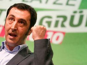 Cem Özdemir kritisiert die Sparpläne der Bahn.