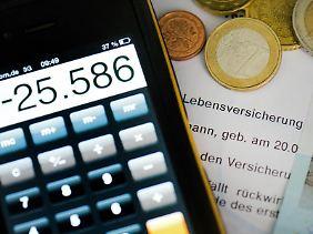 Regelmäßiges Nachrechnen kann sich auszahlen. Kunden erzielen oft eine bessere Auszahlung, wenn sie die Verträge von Zeit zu Zeit anpassen.