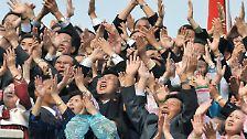 Auftritt mit Symbolwirkung in Pjöngjang: Kim und Kim Seite an Seite
