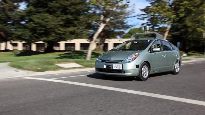Einer der Testwagen auf Basis eines Toyota Prius.