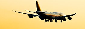 Eine 747-8 der Lufthansa beim Landeanflug auf Frankfurt: Künftig will Boeing nur noch eine halbe Maschine pro Monat produzieren.