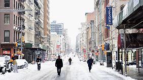 Vor fast genau einem Jahr wappnete sich die Ostküste schon einmal für einen kolossalen Schneesturm, der am Ende allerdings doch glimpflicher verlief als gedacht - wie dieses Foto aus New York zeigt.