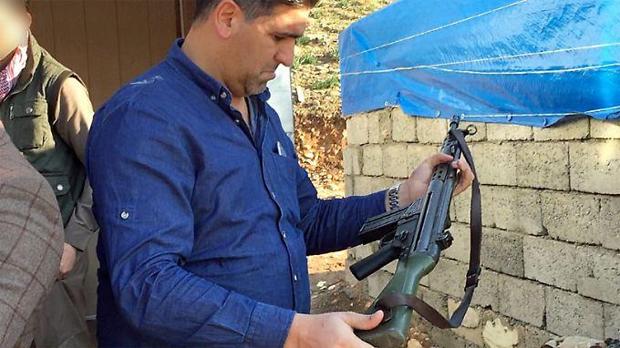Ein Reporter der ARD entdeckt auf einem Markt bei Erbil ein G3-Gewehr aus Bundeswehrbeständen.