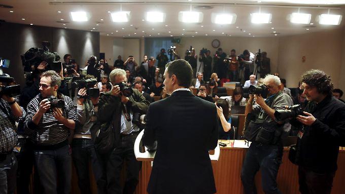"""Der spanische Sozialisten-Chef Pedro Sánchez hat der Linkspartei Podemos """"Erpressung"""" vorgeworfen, nachdem diese Bedingungen für ein Bündnis mit seiner Partei genannt hatte."""