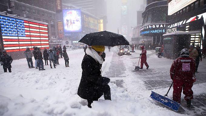 Historischer Blizzard: Schneemassen wirbeln Leben in New York durcheinander