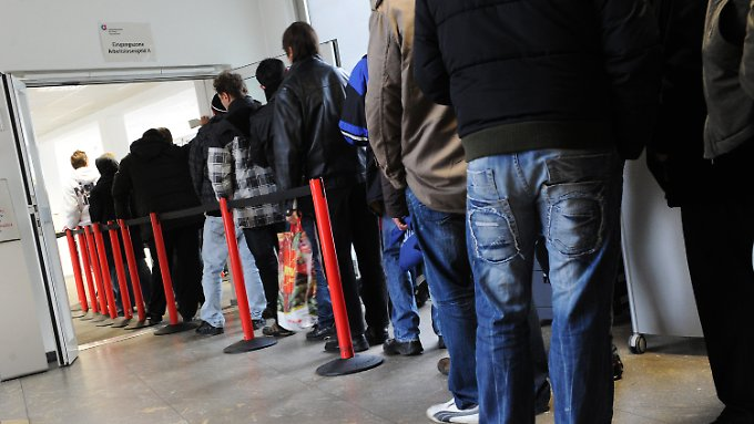 Die Jobvermittler bekommen einiges zu tun: Hunderttausende Flüchtlinge müssen in den Arbeitsmarkt integriert werden.