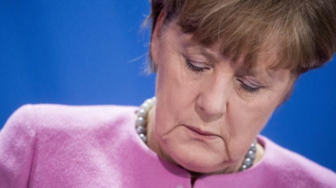 Viele Befragte wenden sich von Kanzlerin Angela Merkel ab.