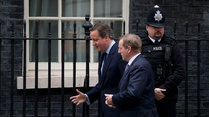 David Cameron und der irische Premier Enda Kenny vor Downing Street 10 in London.