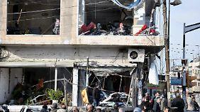 Auch umstehende Häuser wurden durch die Detonationen beschädigt.