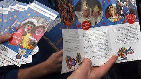 Diese Flyer sollen Flüchtlingen durch den Karneval helfen.