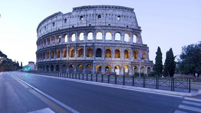 Die Schuldenquoten zwingen Euro-Land zu ungewöhnlichen Maßnahmen. Für Italien war 2015 das wirtschaftlich schlimmste Jahr für Italien seit dem Zweiten Weltkrieg.
