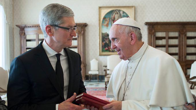 Selbst der Papst hat inzwischen schon ein iPhone. Neue Kunden zu finden, wird für Apple immer schwieriger.