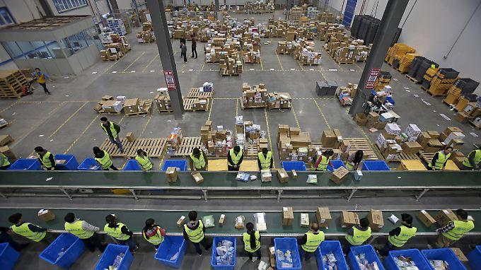 In der Spitze 140.000 Transaktionen pro Sekunde: Blick in einen Logistik-Stützpunkt von Alibaba in Wuhan.