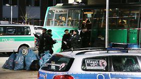 Verdacht auf Straftaten: Polizei durchsucht Flüchtlingsheime in Dortmund und Ellwangen
