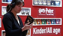 """Ideal für Pendler, Bügler und Freunde langer Spaziergänge: Längst gibt es neben """"Harry Potter"""" auch Sachliteratur als Hörbuch."""