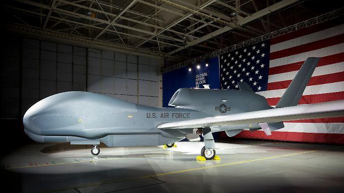 """Unbemanntes Fluggerät zur elektronischen Überwachung und Fernaufklärung: Die Baureihe """"Global Hawk"""" gibt es in verschiedenen Versionen, die der Hersteller nach """"Blöcken"""" durchnummeriert."""