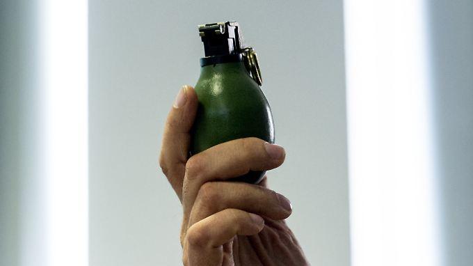 Ein Modell der Handgranate M52.