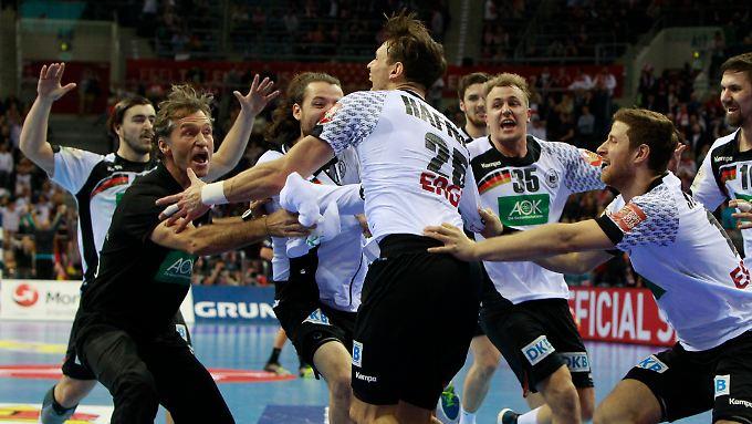 Auch ohne ihren Kapitän eilen die deutschen Handball bei der EM in Polen von Sieg zu Sieg.