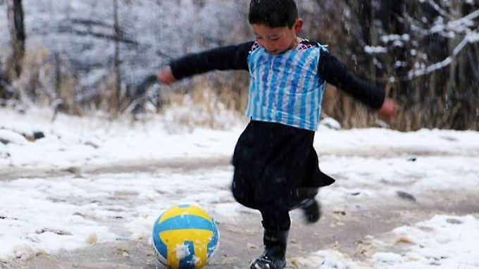 Wenn Murtaza groß ist, möchte er Fußball spielen wie sein Idol Lionel Messi.