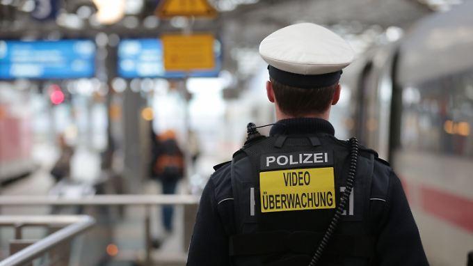 Mehr als 2000 Polizisten: Köln stellt Sicherheitskonzept für Karneval vor