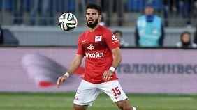 Trägt er bald das Bayern-Trikot? Zumindest wird Serdar Tasci in der Rückrunde vom deutschen Fußball-Rekordmeister ausgeliehen - mit Kaufoption.