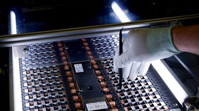 Knackpunkt Batterie: Das Netz der Ladestationen soll ausgebaut werden und die Batterie-Produktion in Deutschland bleiben.