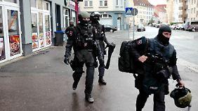 Die Polizei bei ihrem Großeinsatz in Hannover.