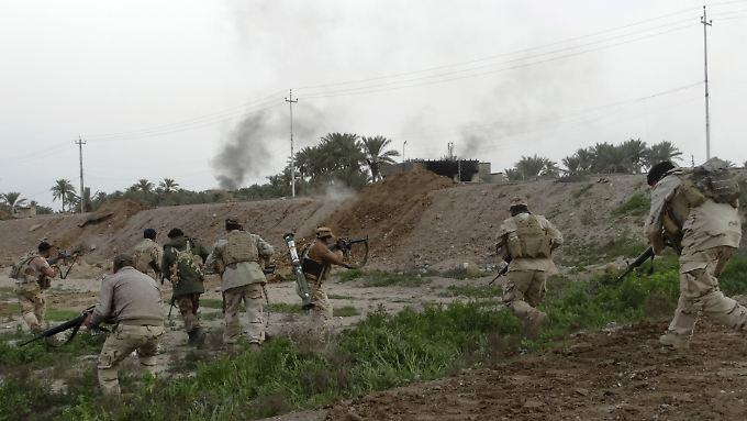 Im Irak - wie hier in Ramadi - sind die Regierungstruppen zuletzt auf dem Vormarsch gegen den IS.