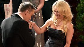 Alles so kultiviert hier, staunt Pamela Anderson.