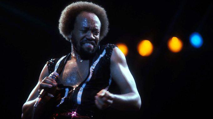 MauriceWhite, Gründungsmitglied vonEarth,Wind&Fire, bei einem Auftritt in New York im Jahr 1979.