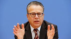 """Antragsstau """"nicht akzeptabel"""": Bamf-Chef rechnet 2016 mit einer Million neuer Anträge"""